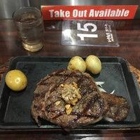 Foto tirada no(a) Ikinari Steak por Ian R. em 8/8/2017