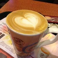 Photo taken at 伯朗咖啡館 Mr. Brown Coffee by Naomi on 3/7/2013