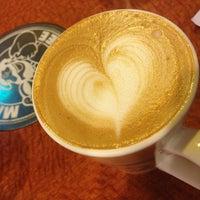 Photo taken at 伯朗咖啡館 Mr. Brown Coffee by Naomi on 3/21/2013