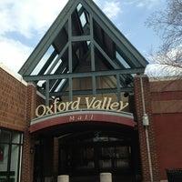 Das Foto wurde bei Oxford Valley Mall von Mar D. am 4/10/2013 aufgenommen