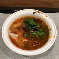 Foto tirada no(a) Xi'an Famous Foods por Mark S. em 6/6/2017