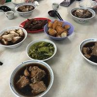 Photo taken at 国泰肉骨茶 Cathay Bak Kut Teh by ĵεɴɴίʃεર on 4/8/2018