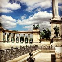 9/19/2012 tarihinde Darren Q.ziyaretçi tarafından Kahramanlar Meydanı'de çekilen fotoğraf