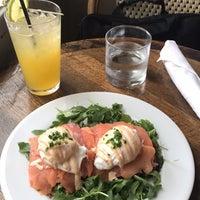 Photo prise au The Honeymoon Cafe & Bar par Binke H. le1/7/2018