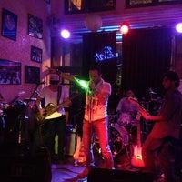 Foto tomada en Bar El Cuartel por Ricardo Mendez T. el 3/22/2014