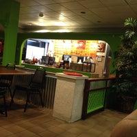 Foto tomada en California Burrito Express por Destin D. el 12/28/2013
