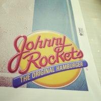 3/29/2014 tarihinde Banzai E.ziyaretçi tarafından Johnny Rockets'de çekilen fotoğraf
