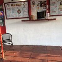 Foto tomada en Taco Rey Taco Shop por toisan el 4/17/2014