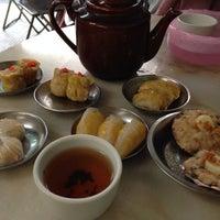 Photo taken at Aik Hoe Restoran (益和茶室) by Rudrojit D. on 1/16/2014