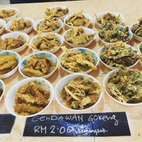 Photo taken at Firdausy Seafood Corner by Sol B. on 9/24/2016