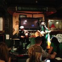 Das Foto wurde bei Blarney Stone Pub von Olive L. am 3/18/2013 aufgenommen