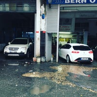 Photo taken at Bera otomotiv servis by Aydın Balcı on 12/13/2016