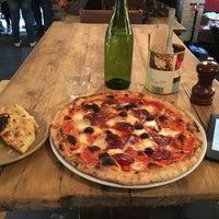 1/24/2016 tarihinde David G.ziyaretçi tarafından Sodo Pizza Cafe - Walthamstow'de çekilen fotoğraf