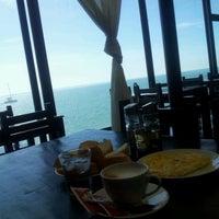 10/29/2012 tarihinde عقيد ي.ziyaretçi tarafından Somni Restaurant Café Pizzeria'de çekilen fotoğraf