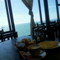 Foto scattata a Somni Restaurant Café Pizzeria da عقيد ي. il 10/29/2012