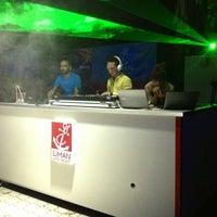 6/20/2013 tarihinde dj.orkun ü.ziyaretçi tarafından Liman Restaurant Lounge Club'de çekilen fotoğraf