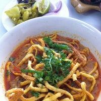 Photo taken at ขนมจีนหน้าธนาคารกรุงเทพ by Yanika W. on 10/29/2012