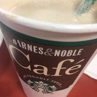 Foto scattata a Barnes & Noble Café (Starbucks) da Marija K. il 9/21/2016