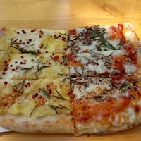 8/15/2017 tarihinde Claudiaziyaretçi tarafından Garda Pizza'de çekilen fotoğraf