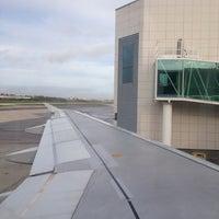 Photo taken at Porta / Gate 26 by Bruno on 11/21/2012