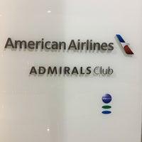 Foto tirada no(a) American Airlines Admirals Club por Luiz M. em 7/16/2016
