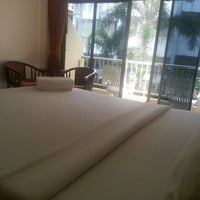 Photo taken at Seven Seas Hotel Phuket by Sugi N. on 5/29/2014