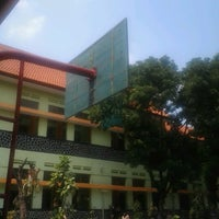 Photo taken at SMP Negeri 1 Malang by Regitta F. on 10/13/2012