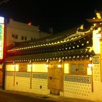 Photo taken at Tosokchon Samgaetang by Hyewon K. on 12/22/2012