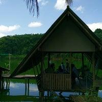 Photo taken at สวนอาหาร คนพลัดถิ่น by Kamolapat K. on 5/31/2015