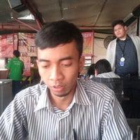 Photo taken at Kedai Makan Pakde by Opiie N. on 8/13/2013
