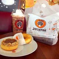 Photo taken at J.Co Donuts & Coffee by Muliyangto N. on 2/17/2017