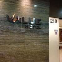 Photo taken at Value Hotel Balestier by Muliyangto N. on 2/23/2013