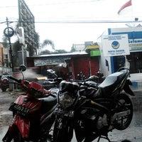 Photo taken at Bundaran DPRD by Samid T. on 11/28/2012