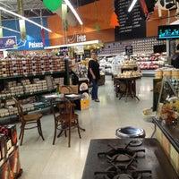Foto tirada no(a) Pão de Açúcar por R. W. em 12/20/2012