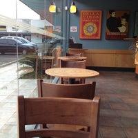 Foto tirada no(a) Starbucks por Rodrigo S. em 2/16/2013