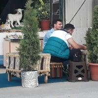Photo taken at Çobanoğlu Kokoreç by Esra U. on 7/22/2017