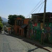 Foto tirada no(a) Mercado Artesanal de Tepoztlán por Liliana C. em 10/16/2012