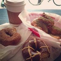 Foto tomada en Federal Donuts por Zeke el 5/15/2013