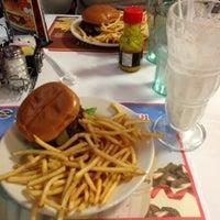 Photo taken at Steak 'n Shake by Zeke on 11/22/2012