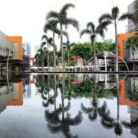 Photo taken at Bonifacio High Street by JRuiz F. on 5/26/2013