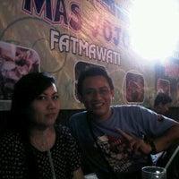 Photo taken at Angkringan Nasi Kucing Mas Jojo by Vitha A. on 9/29/2012