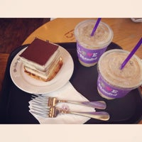 Photo taken at The Coffee Bean & Tea Leaf by habin j. on 7/4/2015