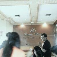 Foto diambil di Bromo View Hotel & Restaurant oleh Juliez R. pada 3/2/2013