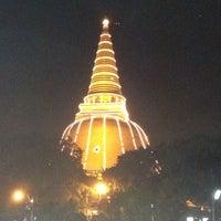 Photo taken at Phra Pathom Chedi by Thanakrit on 12/14/2012