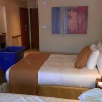 Photo taken at The Heathman Hotel Kirkland by Fernando T. on 9/20/2012