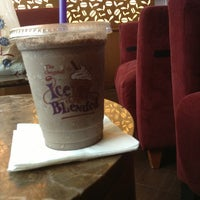 Photo taken at The Coffee Bean & Tea Leaf by Erna E. on 5/19/2013