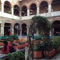 Photo prise au Taşhan Historical Bazaar par Zülal le11/16/2012