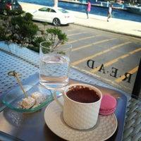 7/6/2013 tarihinde Melike T.ziyaretçi tarafından Cafe R.E.A.D'de çekilen fotoğraf