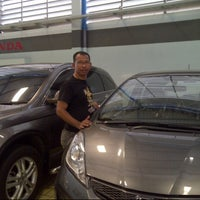 Photo taken at Graha Honda Sidoarjo by Didik H. on 11/11/2012