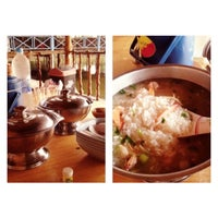 Photo taken at เรือนถาวร Home Stay & Seafood by Numayni E. on 10/29/2013